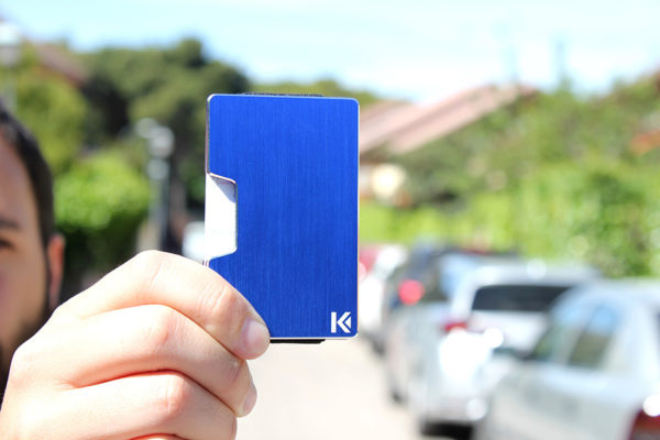 cartera minimalista azul